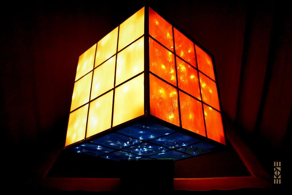 Cube Fini blanc orange bleu | l'Art au Cube | EKAYE