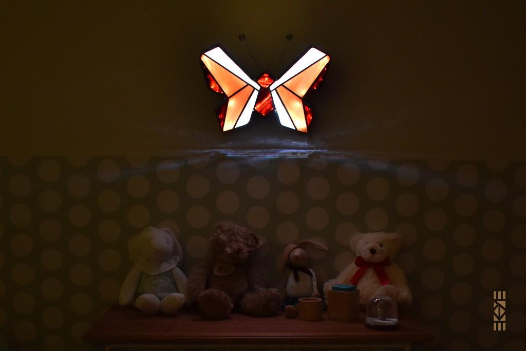 Ekaye | Le Bourdon et la luciole | Veilleuse Papillon chambre