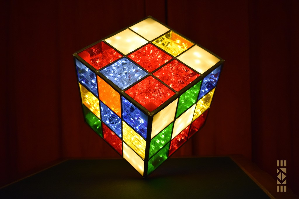 Cube Mélangé coloré acidulé sur la pointe | l'Art au Cube | EKAYE