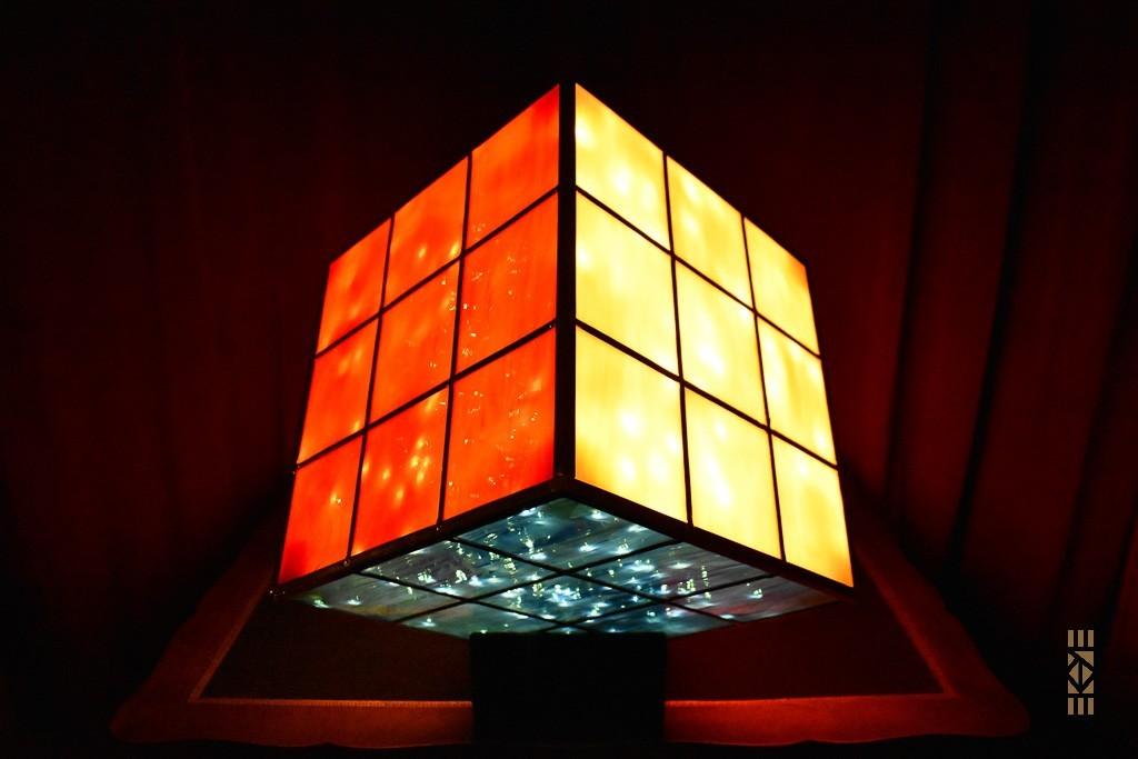 Cube Fini rouge blanc bleu | l'Art au Cube | EKAYE