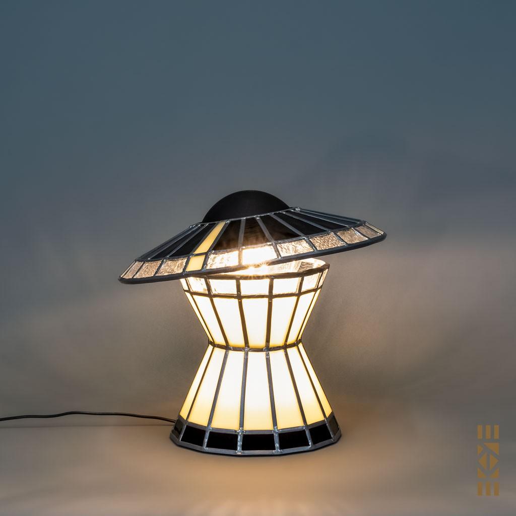 Lampe Madame EKAYE allumée de jour