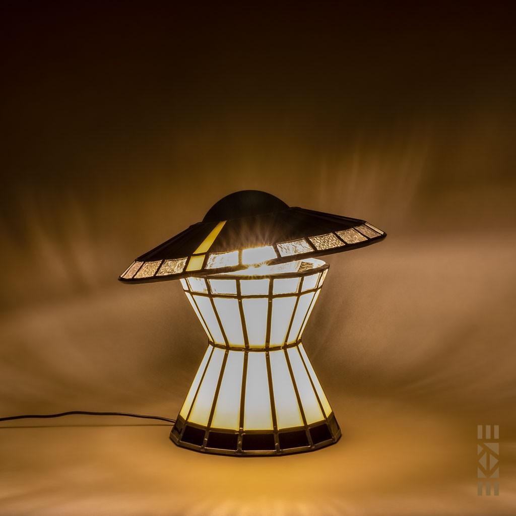 Lampe Madame EKAYE allumée de nuit