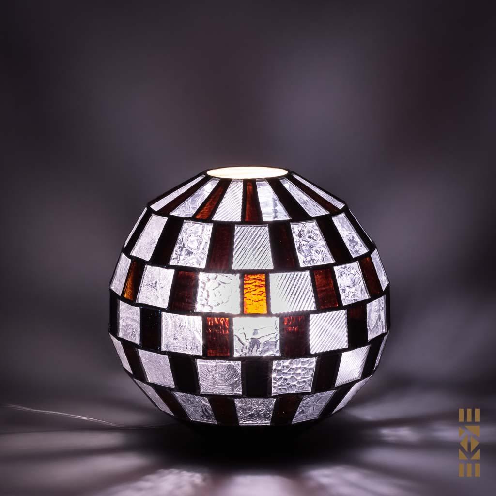 Lampe Alfons M-333 EKAYE allumée de nuit blanc froid