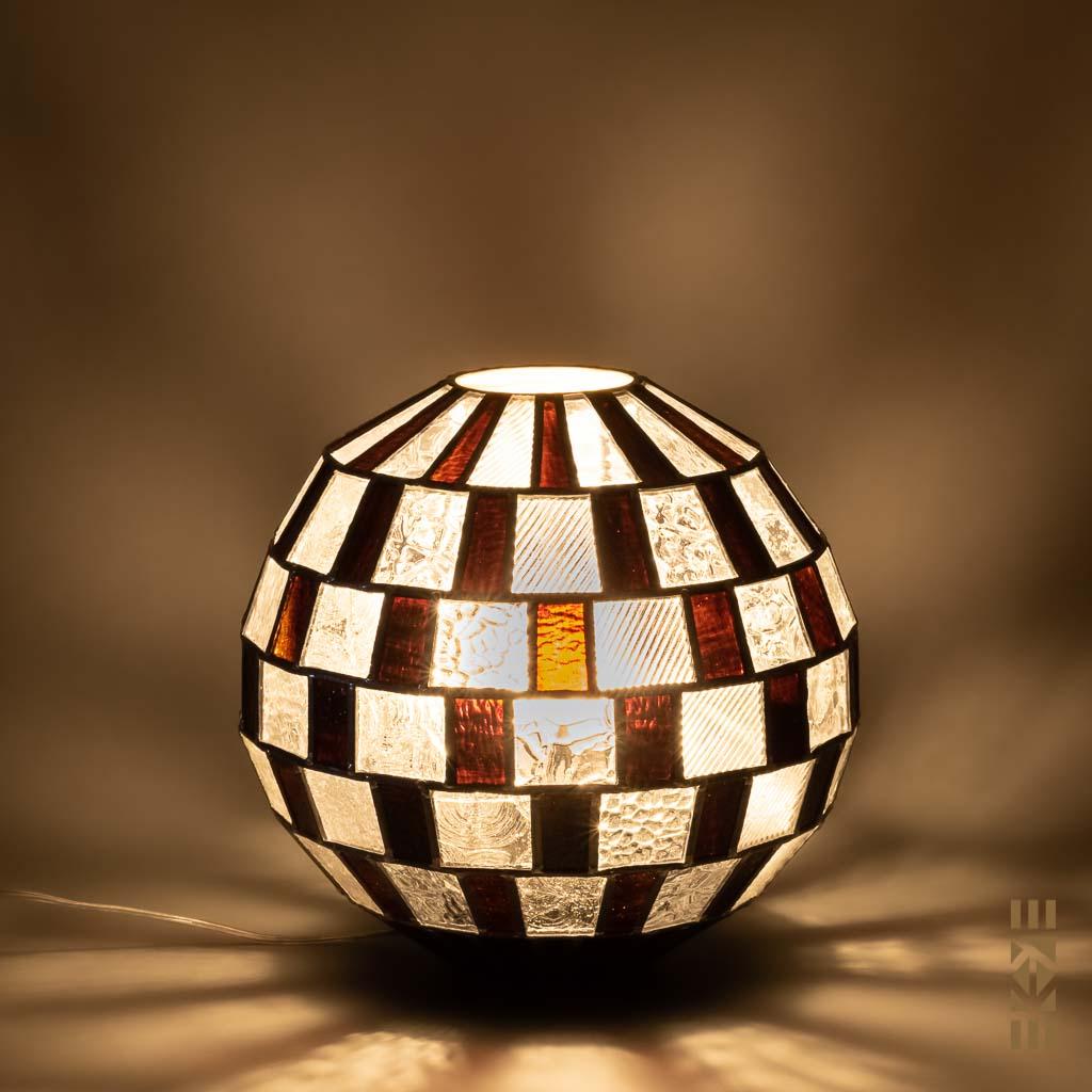Lampe Alfons M.-333 EKAYE allumée de nuit