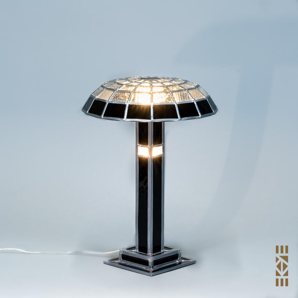Lampe Eugène B. EKAYE allumée de jour